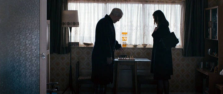 Michael Caine Emily Mortimer David Bradley chess schach Daniel Barber Harry Brown