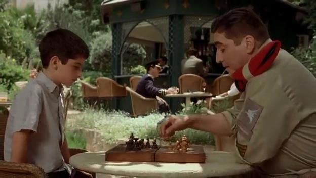 Alfred Molina Ido Port chess schach Lynn Roth Little Traitor