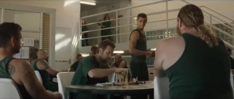 Brenton Thwaites Ewan McGregor chess schach Julius Avery Son of a Gun