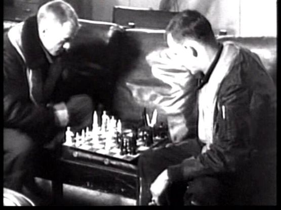 Hugh Marlowe chess schach Fred F. Sears Earth vs. The Flying Saurcers