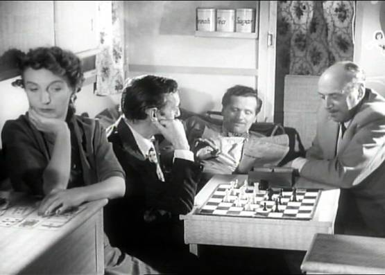 Michael Redgrave chess schach Charles Crichton Law and Disorder