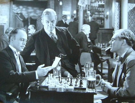 Herbert Lom Claude Rains chess schach Harold French Man Who Watched The Trains Go By, The
