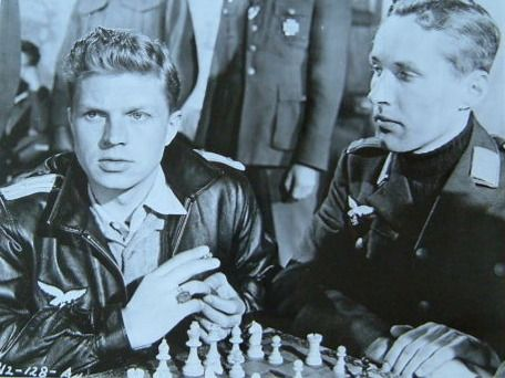 Hardy Krüger chess schach Roy Ward Baker One That Got Away, The