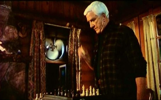 Kathleen Freeman Leslie Nielsen Fred Ward chess schach Peter Segal Naked Gun 33 1/3: The Final Insult